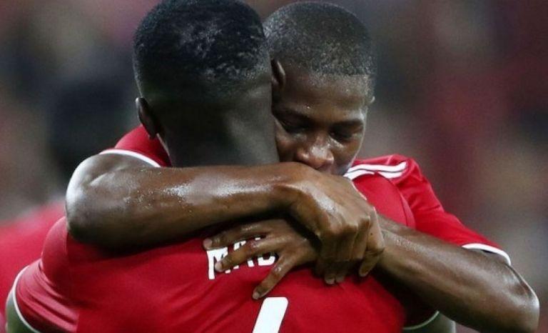 «Ολυμπιακός και Λίβερπουλ ναυλώνουν αεροπλάνο για να βγάλουν τους παίκτες τους από τη Γουινέα»   tovima.gr