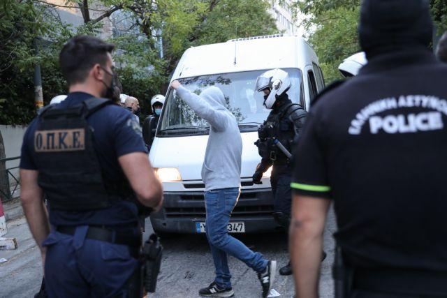 Ρουβίκωνας – 24 συλλήψεις μετά την εισβολή στο υπουργείο Περιβάλλοντος | tovima.gr