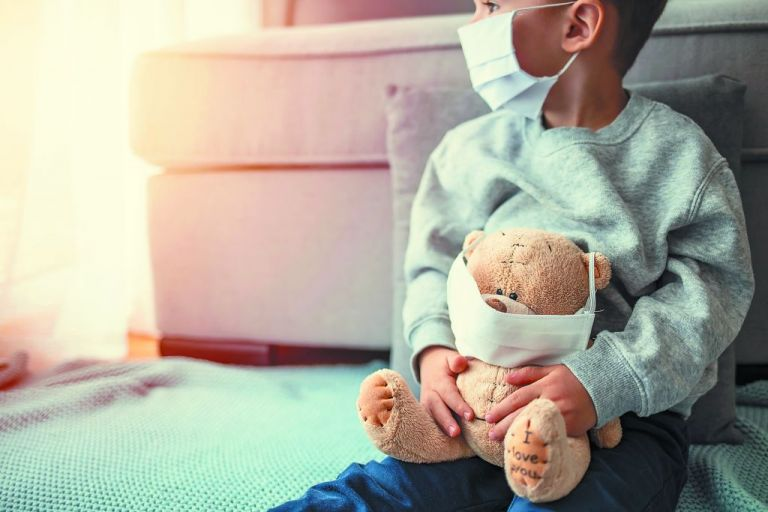 Στο «κόκκαλο» φτάνει το στρες της πανδημίας στα παιδιά | tovima.gr