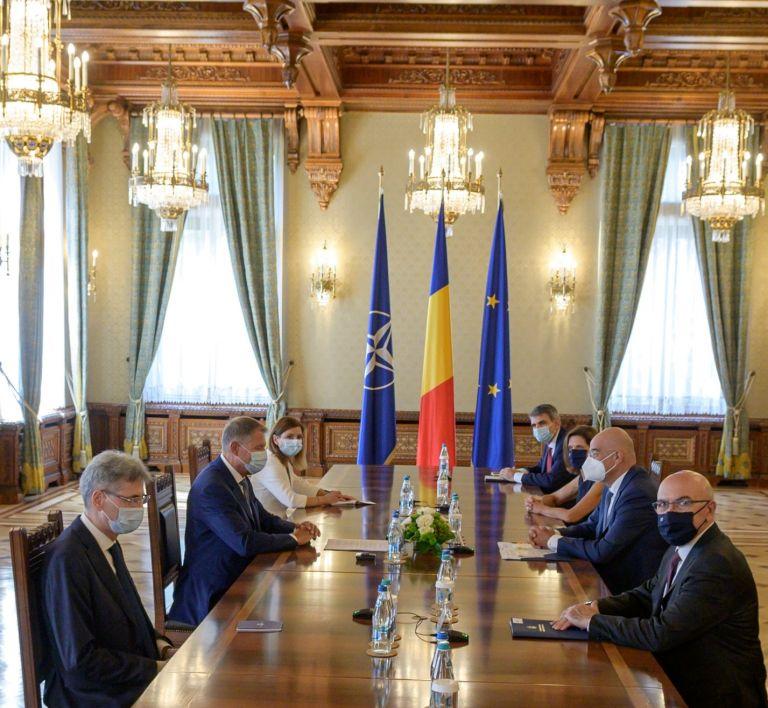 Δένδιας – Ευχαρίστησε τους Ρουμάνους πυροσβέστες – Συνάντηση με τον πρόεδρο Κλάους Γιοχάνις | tovima.gr