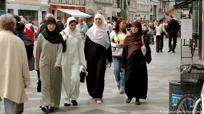 «Υποχρεωτική εργασία» για μετανάστες στη Δανία | tovima.gr