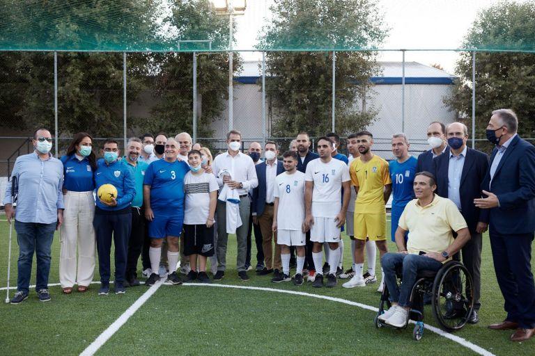 Μητσοτάκης – Στην προπόνηση της εθνικής ομάδας ποδοσφαίρου Τυφλών   tovima.gr
