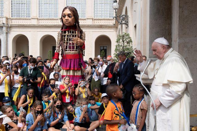 Η Αμάλ στο Βατικανό – Την υποδέχθηκε ο πάπας Φραγκίσκος | tovima.gr
