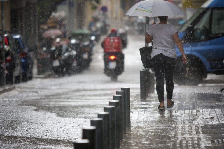 Καιρός – Βροχές και καταιγίδες και τη Δευτέρα – Δείτε πού θα «χτυπήσουν» | tovima.gr