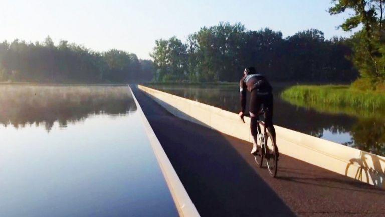 Βρυξέλες – Ποδήλατα, χρηματοκιβώτια και… όπλα εντοπίστηκαν σε λίμνη | tovima.gr
