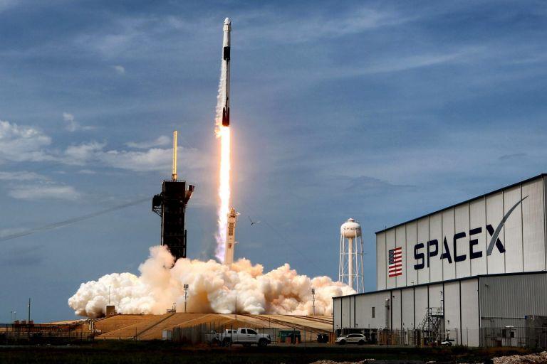 Όλα έτοιμα για την πρώτη διαστημική αποστολή που θα αποτελείται στο σύνολό της από πολίτες   tovima.gr