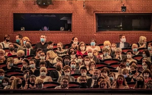 Μέτρα – Πώς θα λειτουργούν από σήμερα θέατρα, σινεμά και μουσεία | tovima.gr