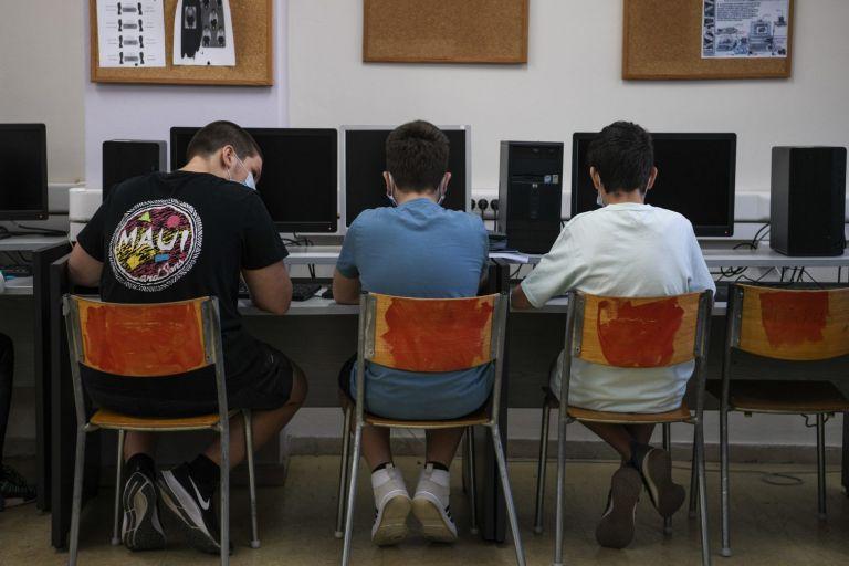 Οικονόμου – Κάθε μέρα από ένα δωρεάν τεστ σε όσους μαθητές κάθονται κοντά σε κρούσμα | tovima.gr