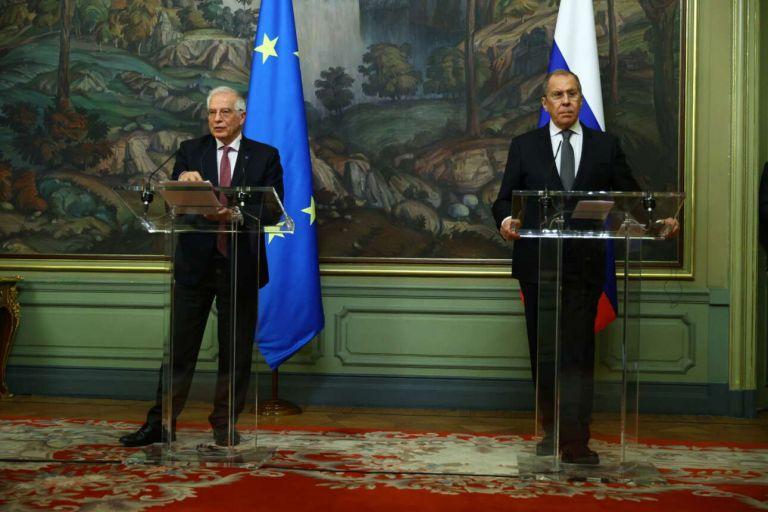 Σε τεντωμένο σκοινί οι σχέσεις ΕΕ-Ρωσίας – Σκληρή επίθεση Λαβρόφ σε Μπορέλ | tovima.gr