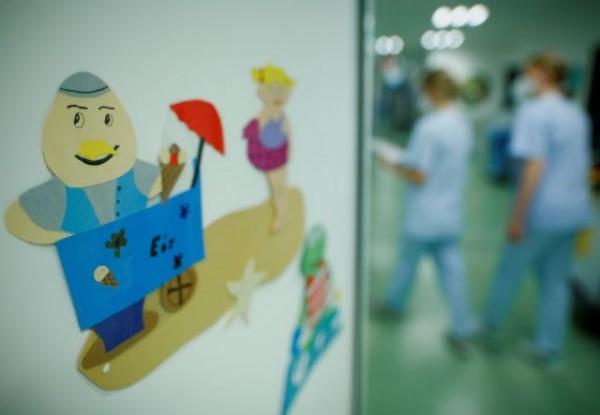 Εμβόλιο – Ποιες χώρες πατούν γκάζι στον εμβολιασμό παιδιών, έως και νηπίων – Οι λόγοι | tovima.gr