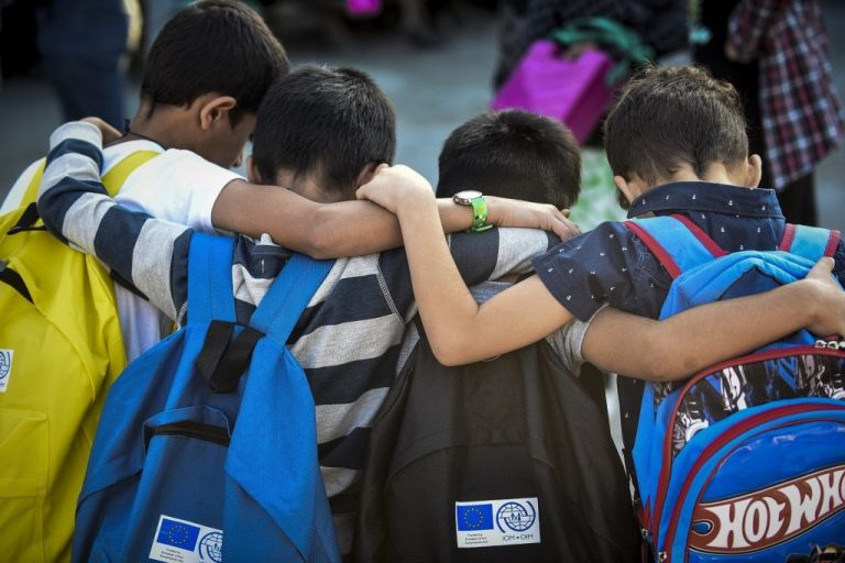 Racism against refugee children fuels the far-right   tovima.gr