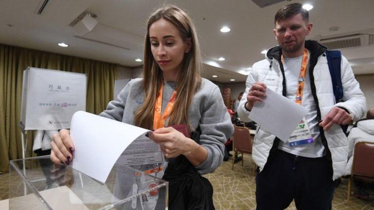 Κλείνουν οι κάλπες στη Ρωσία – Δεδομένη η νίκη Πούτιν | tovima.gr