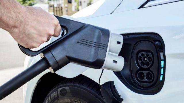 Έρευνα ΕΥ – 4 στους 10 σκοπεύουν να αγοράσουν ηλεκτρικό όχημα | tovima.gr