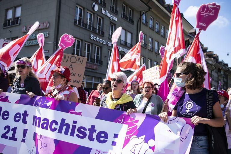 Ελβετία – Συμπλοκές μεταξύ αστυνομίας και διαδηλωτών, σε κινητοποίηση κατά των υγειονομικών μέτρων | tovima.gr