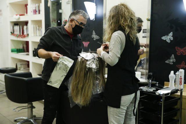Κορωνοϊός – Αλλεργικές αντιδράσεις από βαφές μαλλιών σε όσους έχουν νοσήσει – Τι παρατηρούν οι κομμωτές | tovima.gr