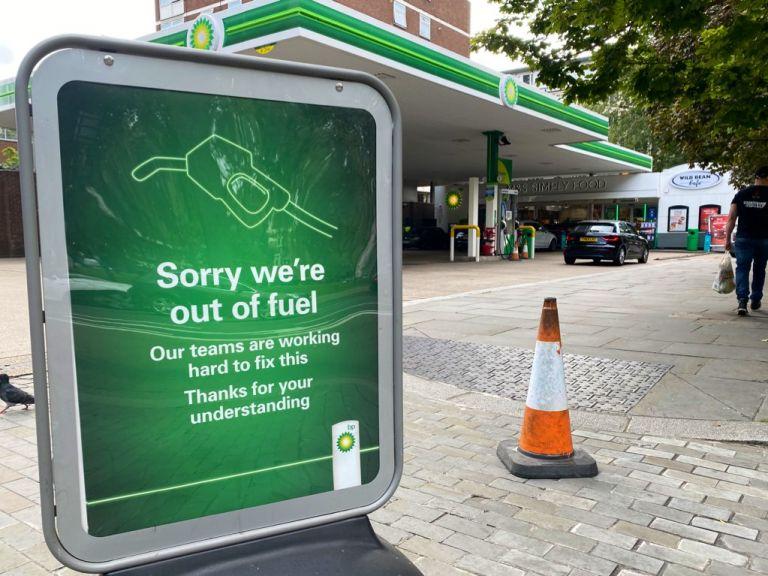 Θέλατε Brexit; Καλή τύχη τώρα – Το καρφί Σολτς στην Βρετανία για τα άδεια πρατήρια βενζίνης | tovima.gr