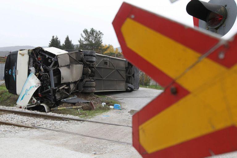 Θεσσαλονίκη – Σύγκρουση τρένου με φορτηγό – 1 τραυματίας   tovima.gr