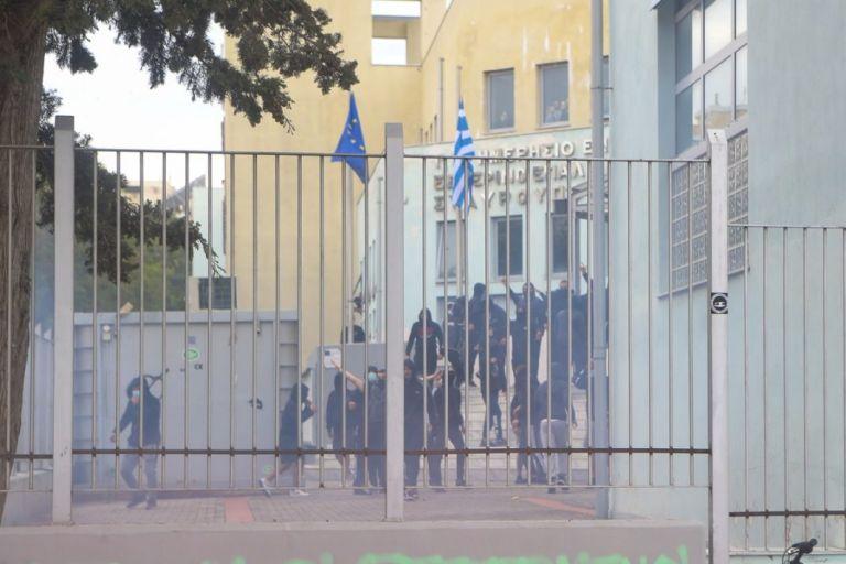 Εκπαιδευτικός για τα επεισόδια στο ΕΠΑΛ Σταυρούπολης – «Εχει μαζευτεί η Χρυσή Αυγή από όλη τη Θεσσαλονίκη» | tovima.gr