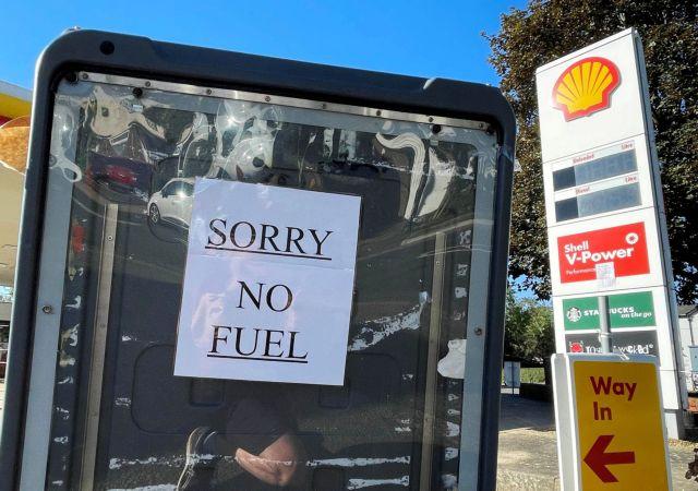 Βρετανία – Σκηνές χάους έξω από τα βενζινάδικα | tovima.gr