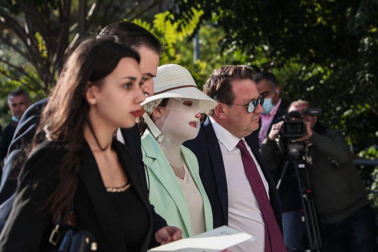 Επίθεση με βιτριόλι – Ένταση στη δίκη – Οι ερωτήσεις στον 40χρονο και η αντίδραση του προέδρου   tovima.gr