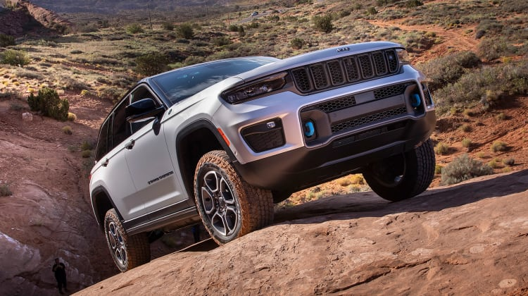 Jeep Grand Cherokee: Σε plug-in υβριδική πορεία | tovima.gr