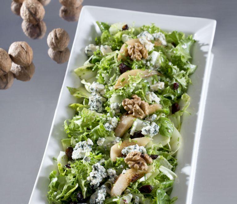 Πράσινη σαλάτα με ψητά αχλάδια και μπλε τυρί | tovima.gr