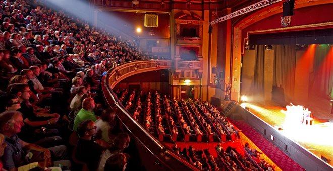 Νέα μέτρα – Πώς θα λειτουργήσουν θέατρα και σινεμά – Τι αλλάζει σε εμπόριο, σούπερ μάρκετ | tovima.gr