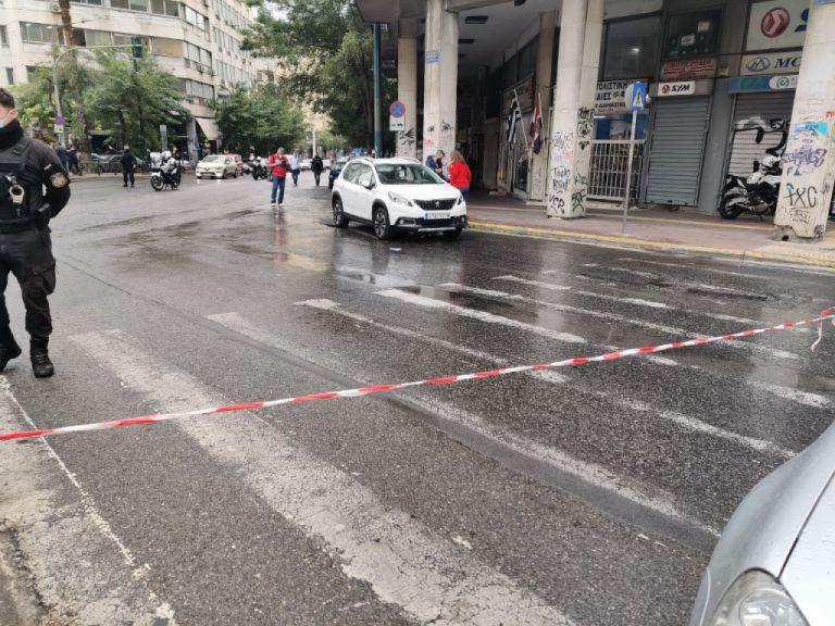 Με βαρύ ποινικό μητρώο ο 35χρονος που εμβόλισε αστυνομικούς στο κέντρο της Αθήνας | tovima.gr
