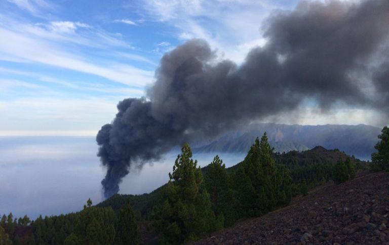 Λα Πάλμα – Απομακρύνται 800 κάτοικοι – Απειλούνται τα σπίτια τους από τη λάβα   tovima.gr