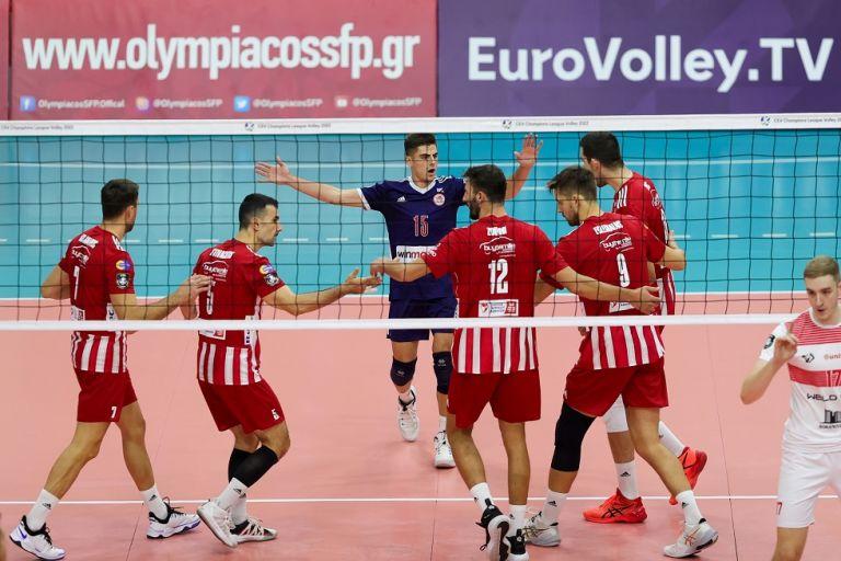 Εντυπωσιακός ο Ολυμπιακός και άνετη πρόκριση των ερυθρόλευκων (3-0 σετ)   tovima.gr