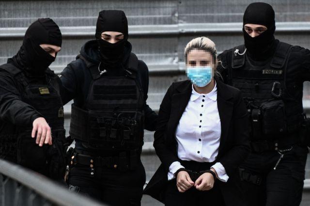 Επίθεση με βιτριόλι – «Δεν είμαι δολοφόνος» – «Από ένα ντοκιμαντέρ στην τηλεόραση μου ήρθε η ιδέα» – Ολη η απολογία της Εφης | tovima.gr