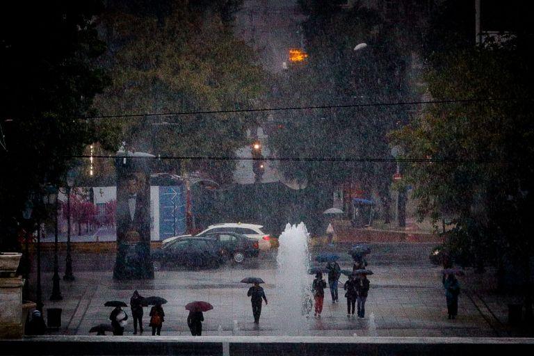 Καιρός – Δύσκολη προβλέπεται η νύχτα σε Αττική και Χαλκιδική – Έρχονται πλημμυρικά φαινόμενα | tovima.gr